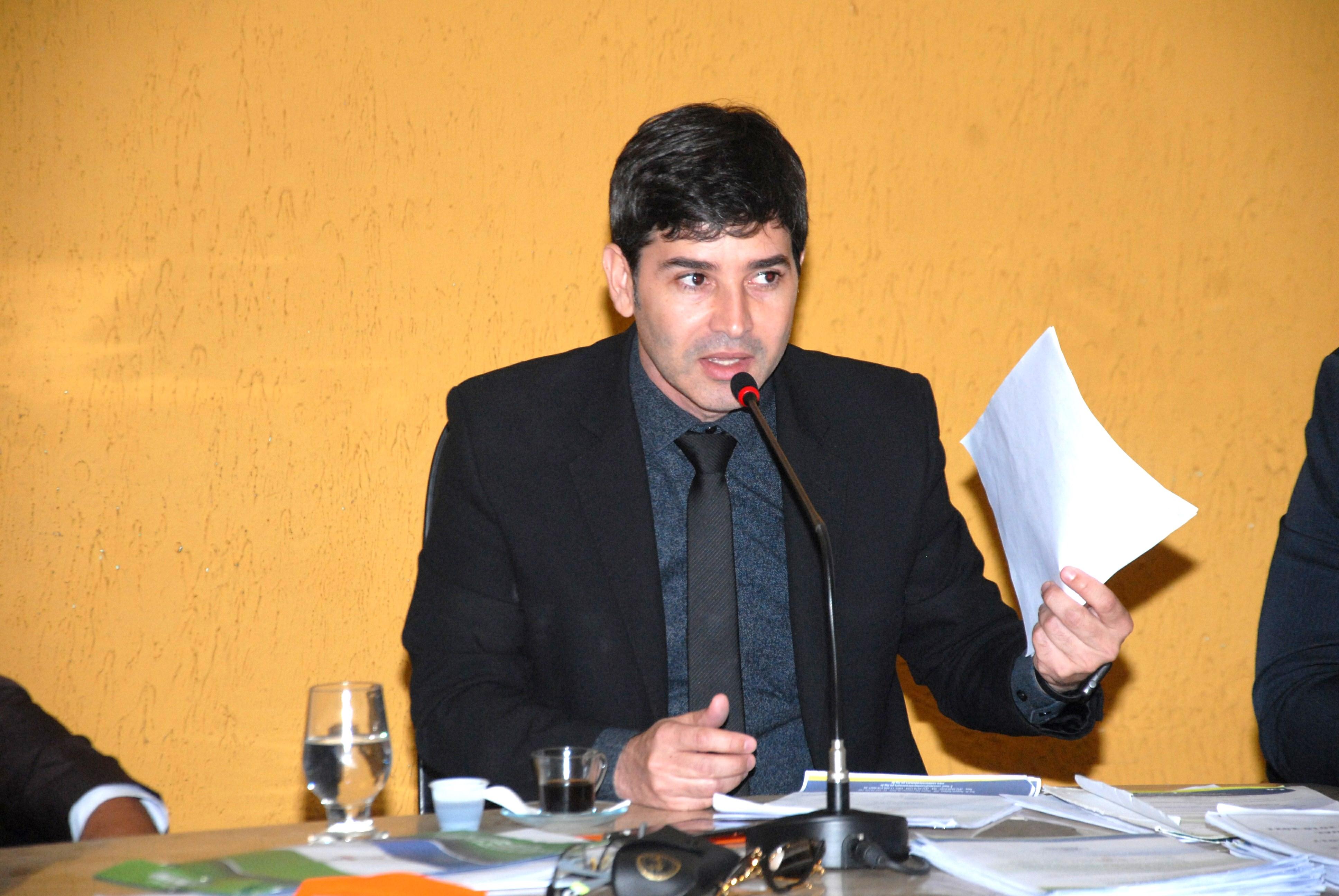 Projeto do presidente Denis Alves institui 7 de dezembro como Dia Municipal de Ação de Graças