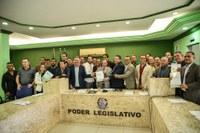 Câmara de Vereadores recebe Plano Diretor e aprova projeto que regulamentariza edificações no município