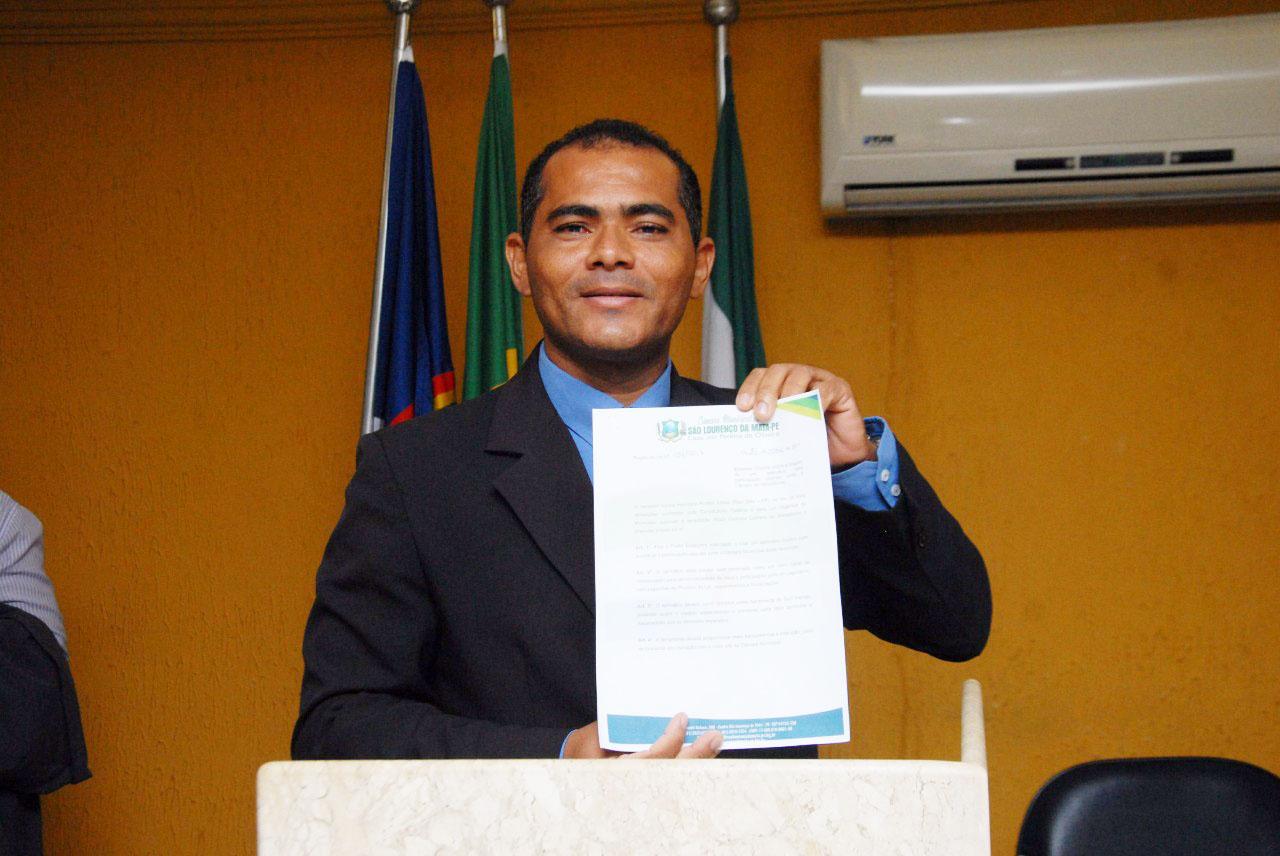 Maestro Carlos pede climatização de escola e posto de saúde na Rosina Labanca