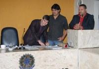 Presidente empossa novo servidor aprovado em concurso público
