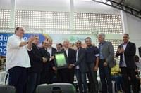 Vereadores entregam título cidadão ao secretário estadual de Educação